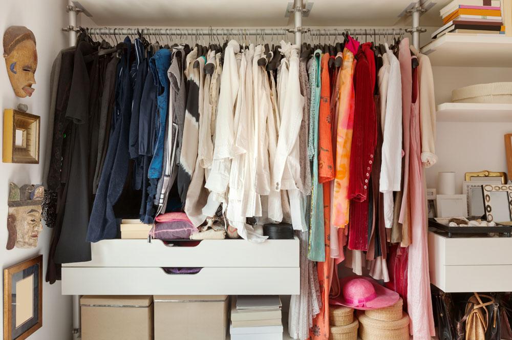 Blick in Ihren Kleiderschrank